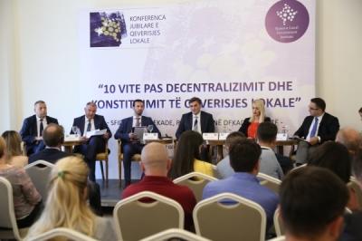 Министерот Сухејел Фазлиу на јубиларната Конференција за локална самоуправа во Косово
