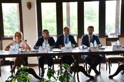 Министерот за локална самоуправа Сухејл Фазлиу на седница на Советот за развој на Источниот плански регион