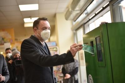 """Mилевски: Три """"Пластикмати"""" за рециклирање во Кумановскиот регион, за секое шише граѓаните добиваат поени за пазарење"""