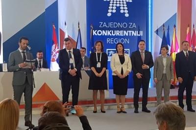 Министерот за локална самоуправа на доделување на сертификатите за   поволно бизнис опкружување на општини од Македонија, Хрватска, Србија, Црна Гора и од Босна и Херцеговина
