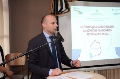 Заменикот министер за локална самоуправа Павлески во Битола на Конференција за предизвиците на рамномерниот регионален развој