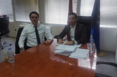 Ministri Fazliu takoi kryetarin e Vrapçishtit, Isen Shabani