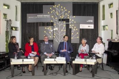 """Министерот за локална самоуправа Сухејл Фазлиу на форум """"Родово одговорни политики и буџети: кон транспарентно, инклузивно и отчетно управување во Република Северна Македонија"""""""