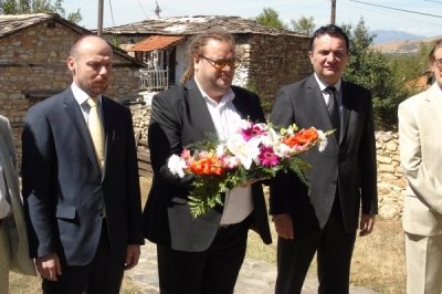 По повод Денот на независноста, заменикот министер Павлески положи цвеќе пред спомен плочата на Конески