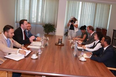 Ministri i vetëqeverisjes lokale Goran Milevski në takim me ministren e administratës dhe pushtetit lokal të Kosovës, Adriana Hoxhiq në Prishtinë