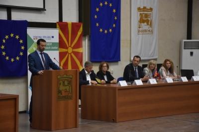 Takim i ministrit për vetëqeverisje lokale Fazliu me ministren për zhvillim rajonal dhe planifikim urban, Avramova
